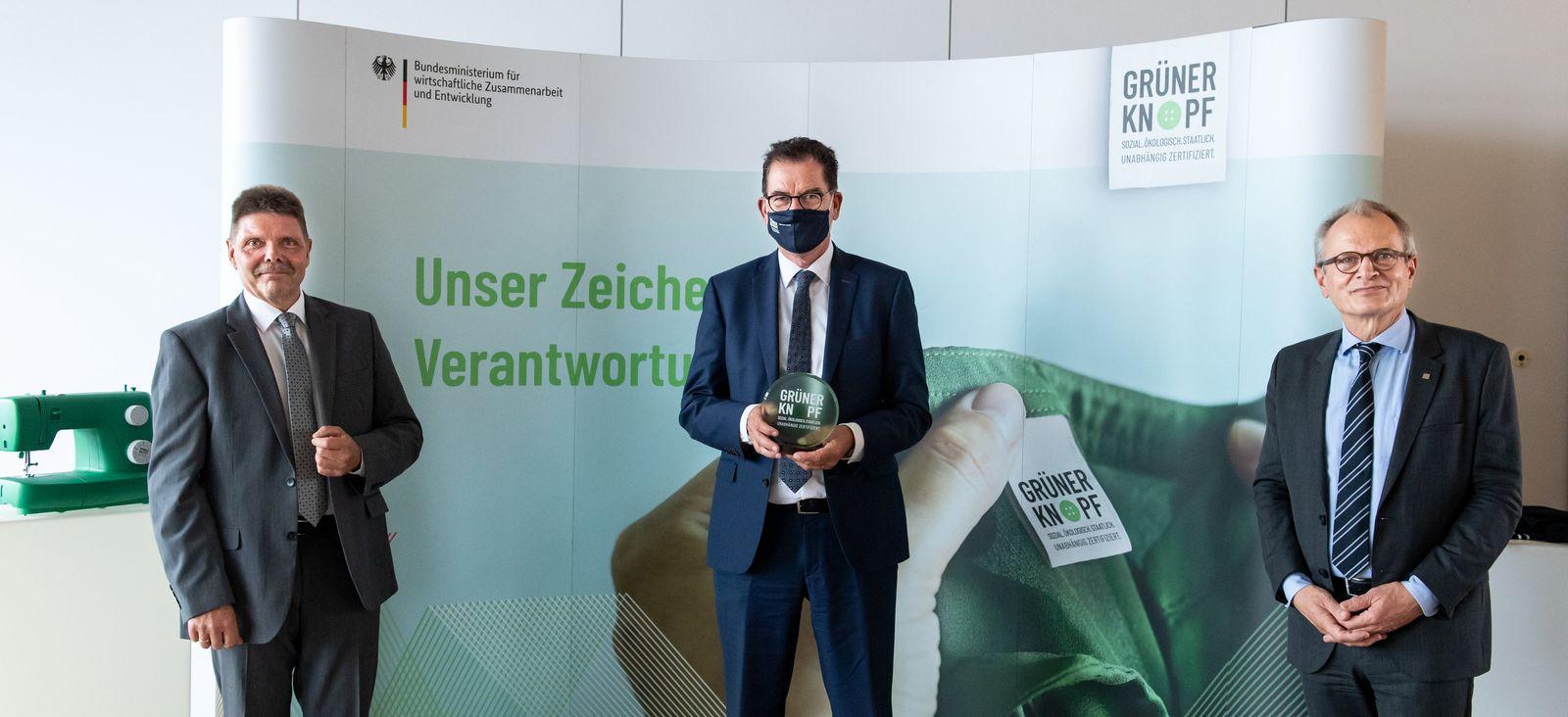 """Ein Jahr Textilsiegel """"Grüner Knopf"""""""
