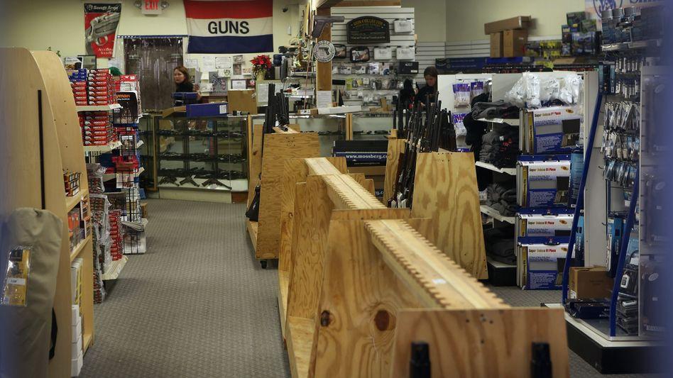 Leere Regale: Waffengeschäfte in den USA sind vielerorts leergekauft