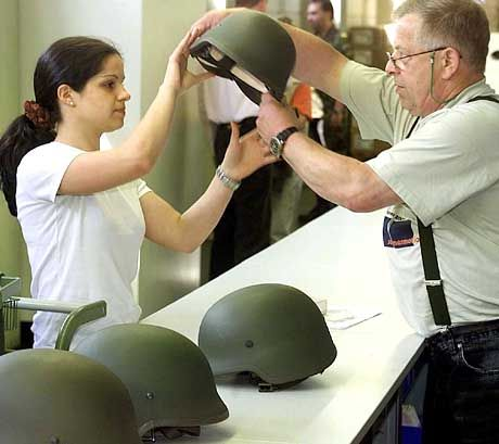 Gleichberechtigt nur beim Bund? Seit Juli 2001 können auch Frauen den Dienst an der Waffe üben. Aber nicht die Politik setzte das durch, sondern eine Frau auf dem Rechtsweg.