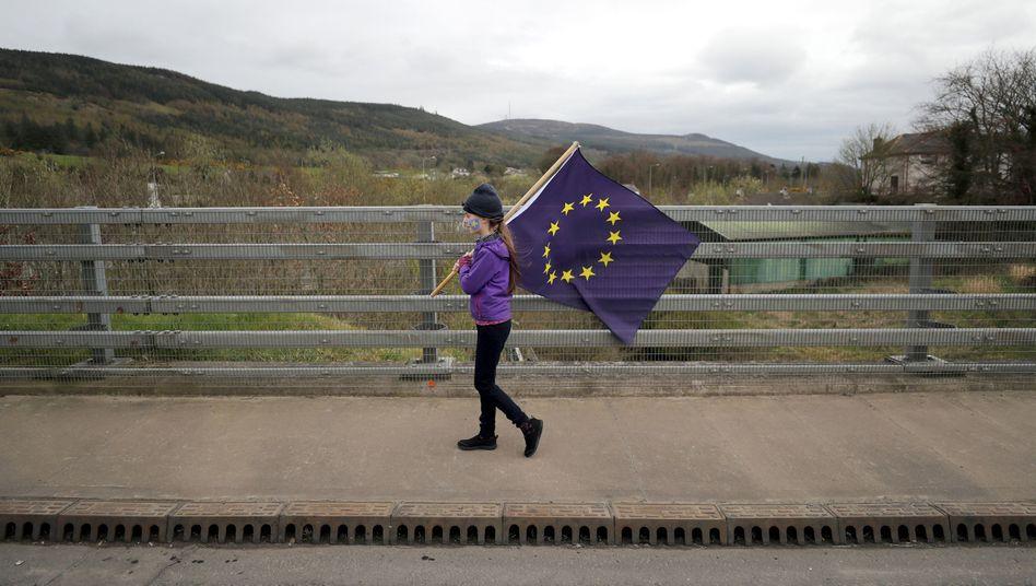 Mädchen mit EU-Flagge in Nordirland: Eine harte Grenze zu Irland könnte den Frieden auf der Insel gefährden