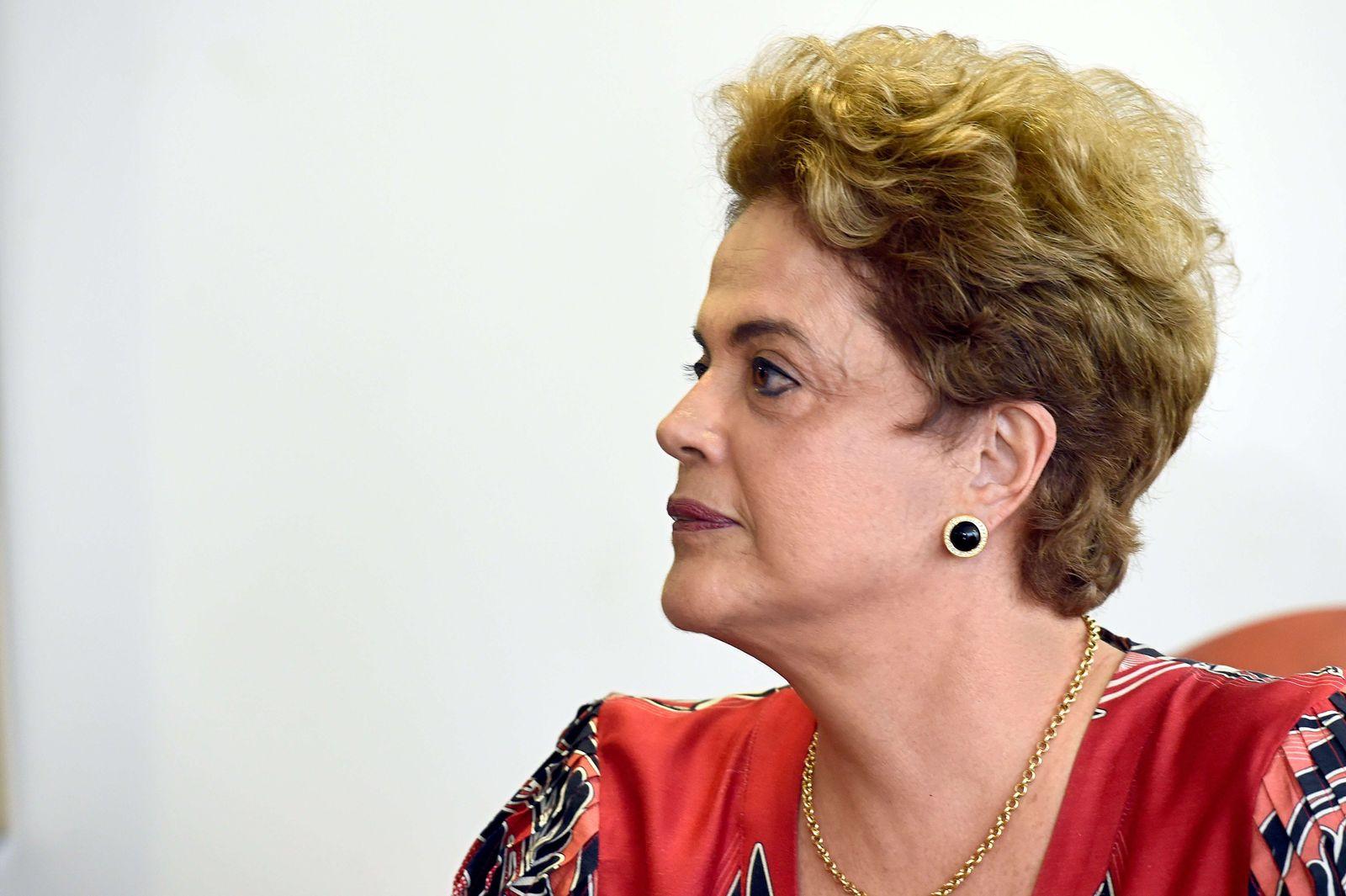 BRAZIL-CRISIS-ROUSSEFF
