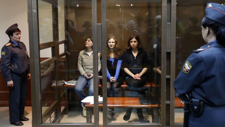 Prozess gegen Pussy Riot: Straflager für zwei Sängerinnen
