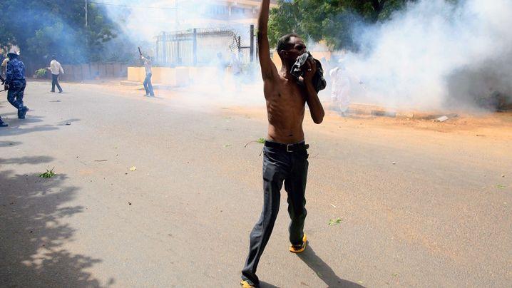 Photo Gallery: Storming of German Embassy in Sudan