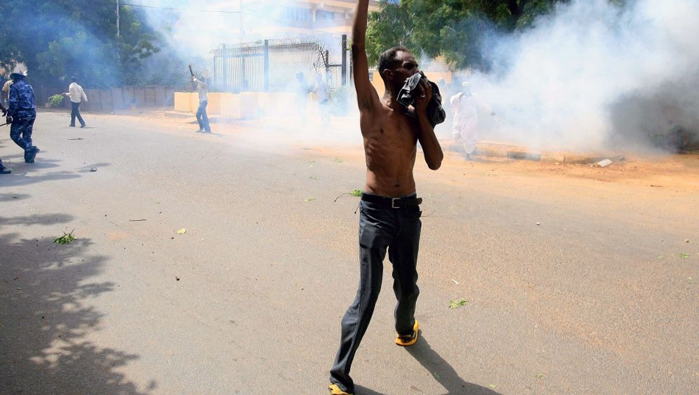 Photo Gallery: Storming of German Embassy in Sudan
