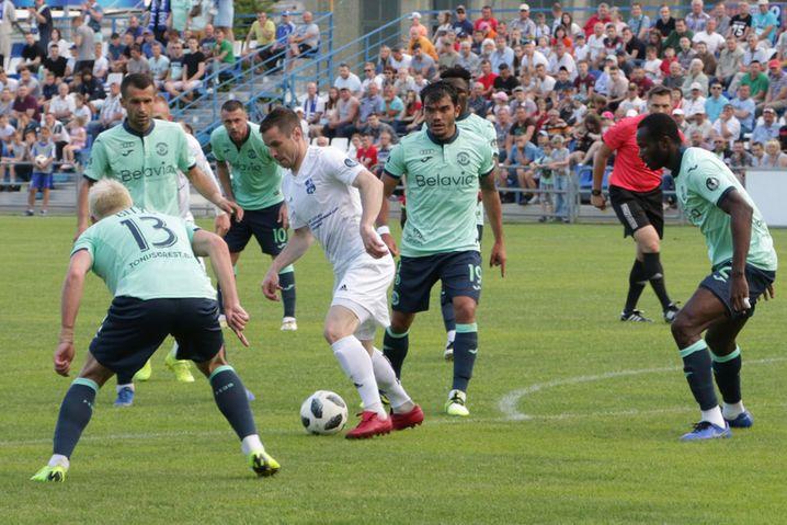 Jegor Semjonow vom FC Sluzk auf dem Feld: Wie lange wird noch Fußball gespielt in Weißrussland?