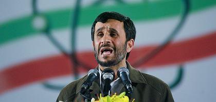 """Ahmadinesschad in der Atomanlage von Natanz (Archivbild): """"Rechte im atomaren Bereich festigen"""""""