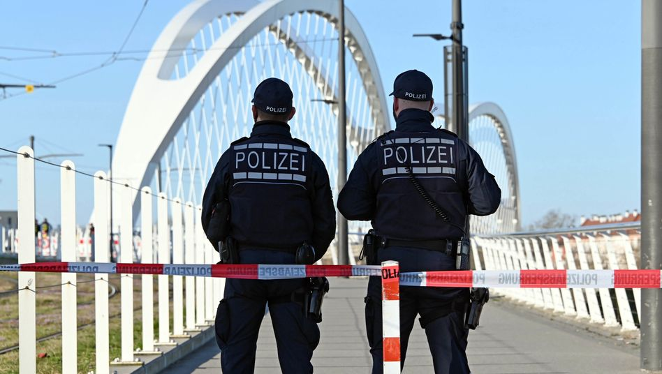 German federal police patrol the border between Strasbourg, France, and Kehl, Germany: The frontier has been closed in response to the coronavirus outbreak.