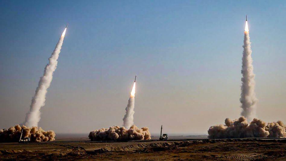 Raketenabschuss während der Übung des iranischen Militärs