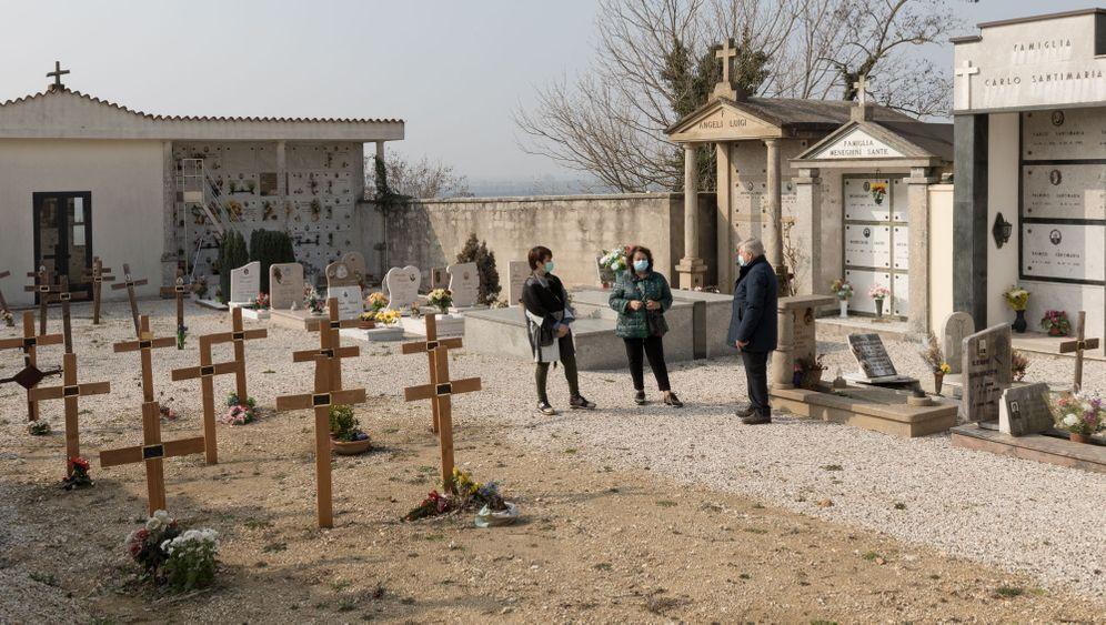 Die Familie Turetta gedenkt mit Mario del Betto ihrer Verstorbenen