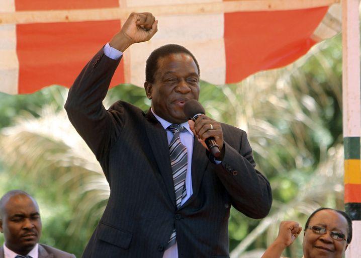 Emmerson Mnangagwa, 75, steckt hinter dem Putsch und will Mugabe beerben.