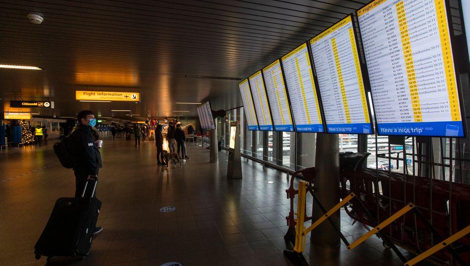 Flughafen Schiphol in Amsterdam: Ab sofort keine Flüge mehr aus Großbritannien