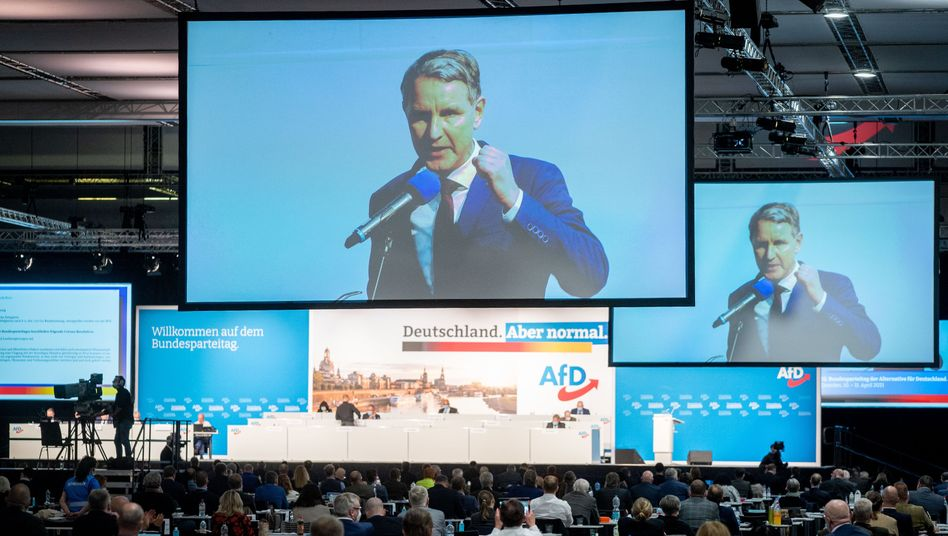 Björn Höcke auf dem AfD-Bundesparteitag in Dresden: Blinken nach rechts