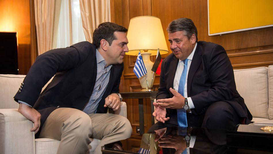 SPD-Chef Gabriel (r.), Alexis Tsipras