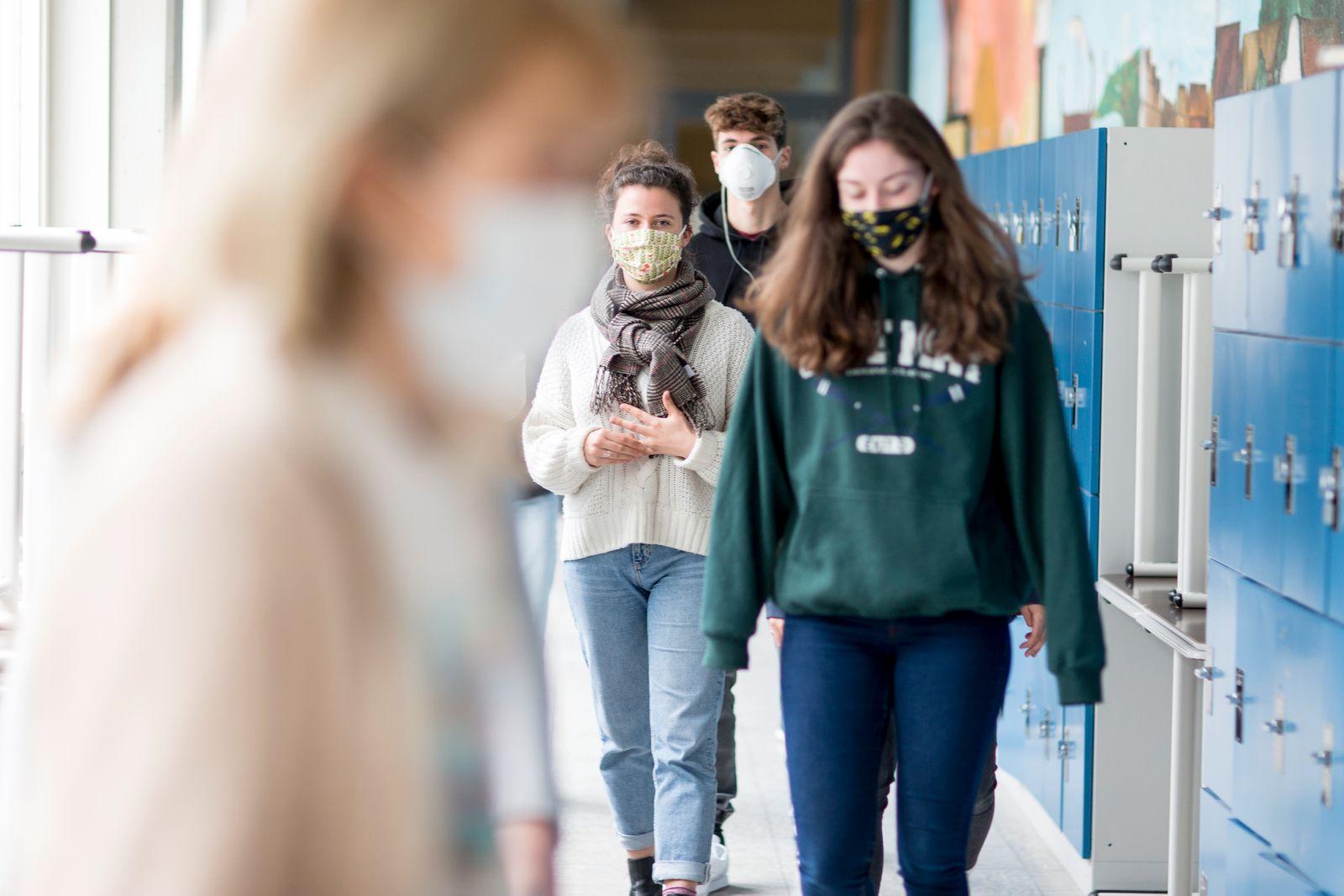 High School Students Return To School During The Coronavirus Crisis
