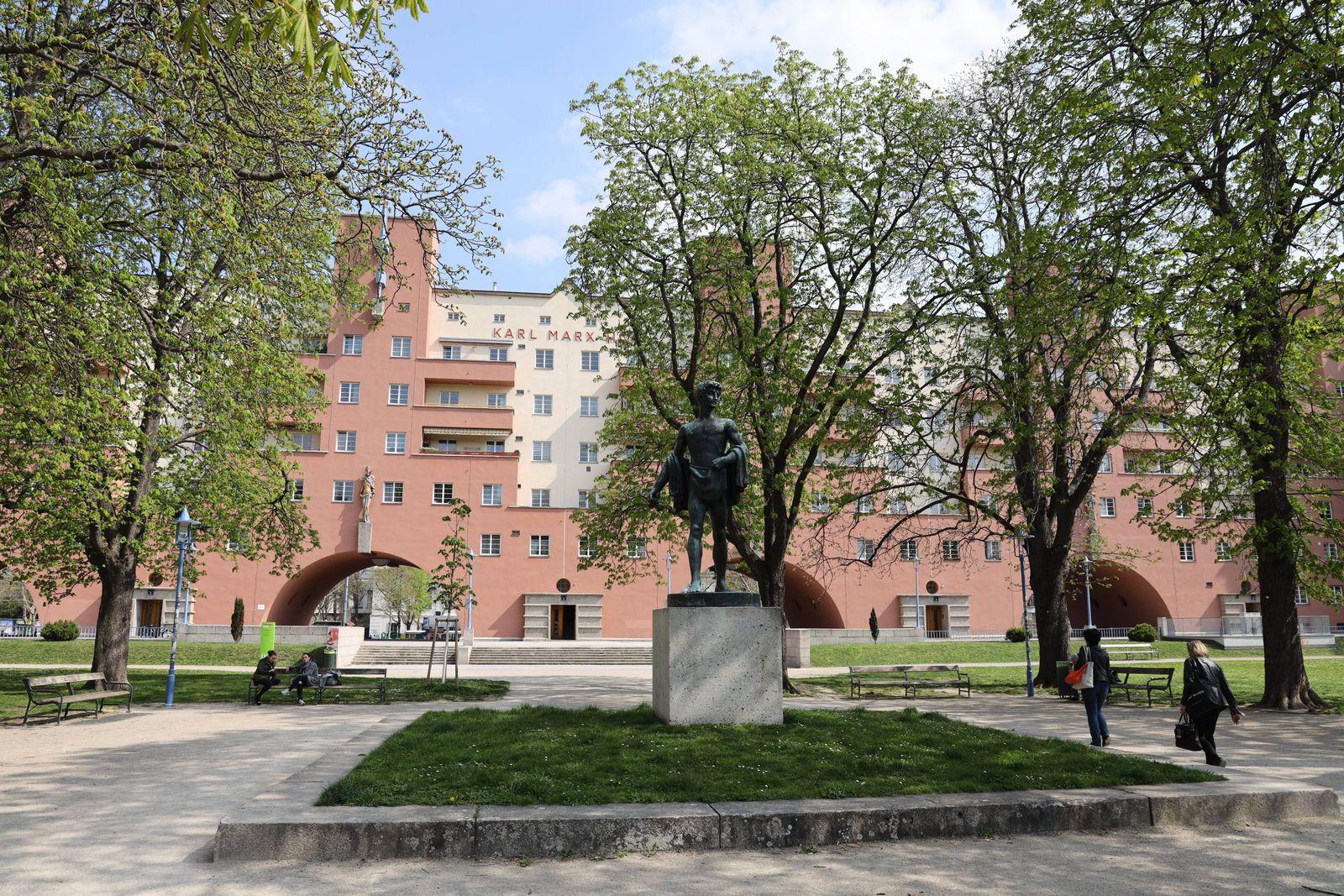 Gemeindebau Karl Marx Hof Wien 09 04 2019 Sozialer Wohnbau Gemeindebau *** Gemeindebau Karl Mar