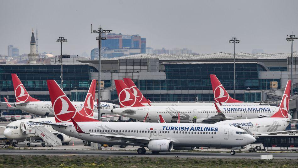 Maschinen der Turkish Airlines am Atatürk-Flughafen in Istanbul