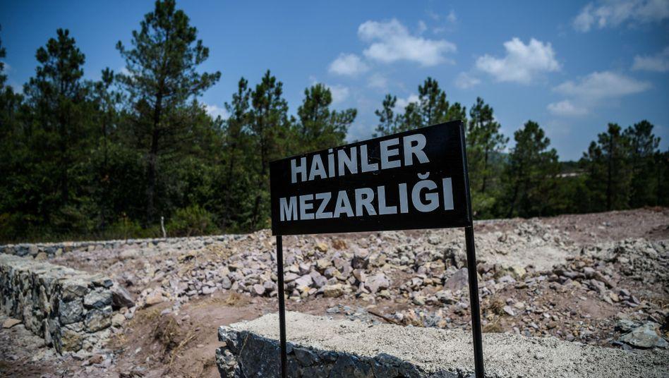 Umstrittenes Schild auf dem Friedhof bei Istanbul