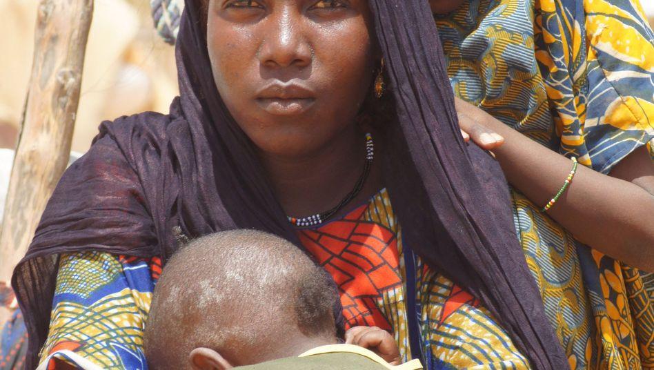 Frau mit Kindern in Niger: Nirgendwo haben es Mütter schwieriger