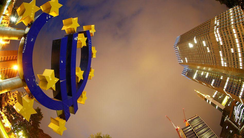 Euro-Zeichen an der Zentrale der EZB in Frankfurt
