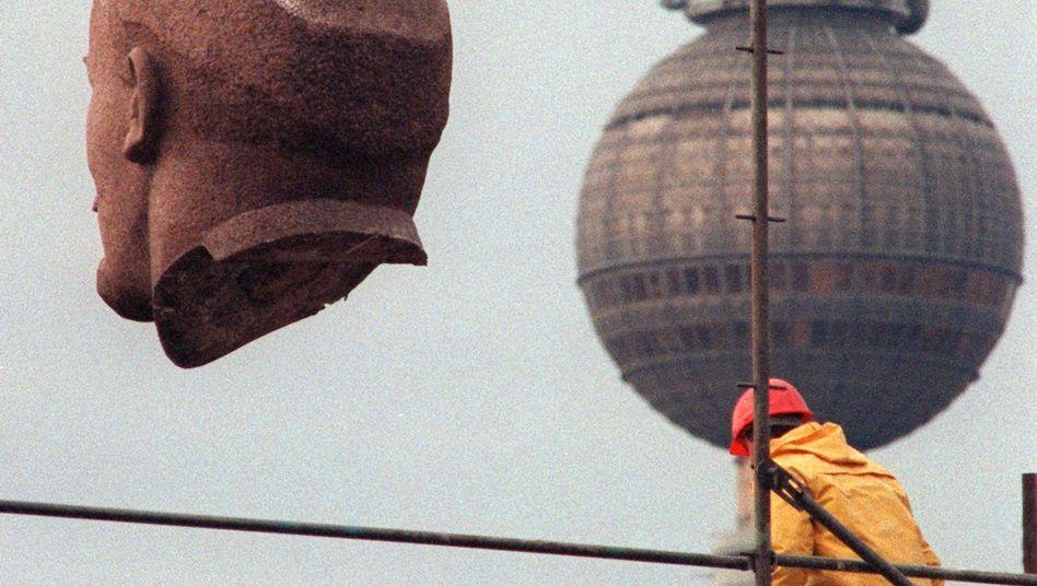 "Im November 1991 wird Lenins Kopf in Berlin abtransportiert: ""Sehr gut erhalten"""