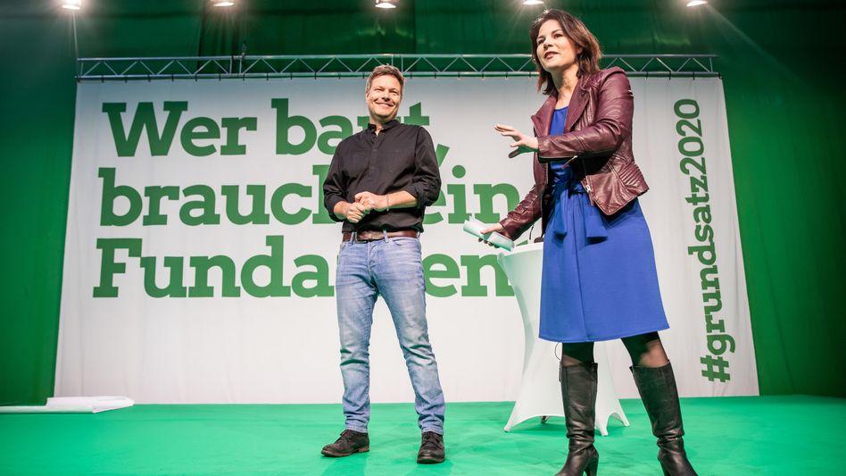 """Die Grünen-Chefs Robert Habeck und Annalena Baerbock beim """"Grundsatzkonvent"""""""