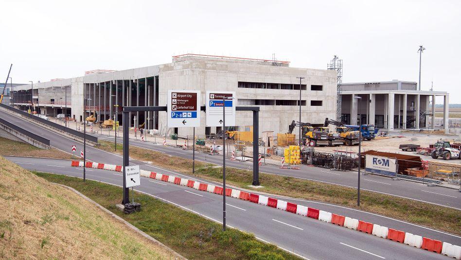 Baustelle am Terminal 2 des Flughafens BER