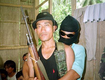 Entführer im Dienste der Unabhängigkeit: Rebellen der Abu Sayyaf während der Geiselnahme im vergangenen Jahr