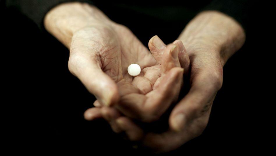 Tablette: Sollten tödliche Mittel für Sterbewillige legal erhältlich sein?