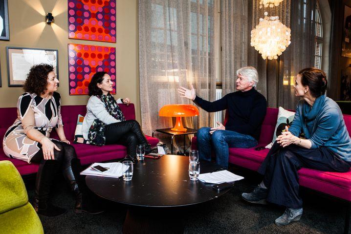 """Ingenhoven beim SPIEGEL-Gespräch (mit den Redakteurinnen Simone Salden, Ulrike Knöfel und Susanne Beyer in Hamburg): """"Zu viel Lebenszeit"""""""