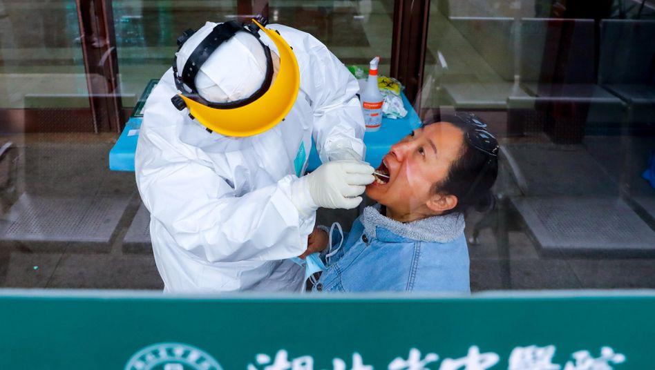 Corona-Test in Wuhan (im April 2020): Viele Infizierte haben auch Monate nach der Genesung noch Symptome