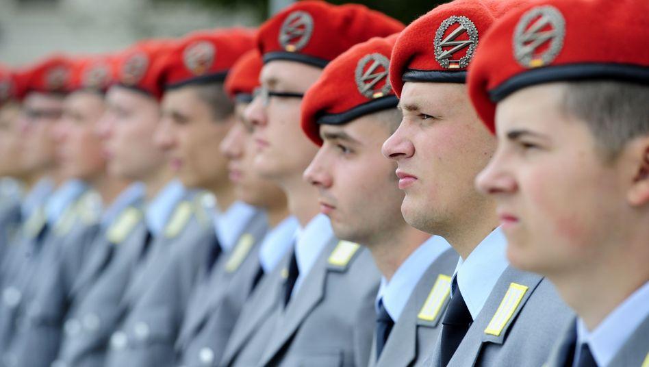 Bundeswehr-Rekruten: Drängen 2011 über 50.000 nicht Gezogene an die Hochschulen?