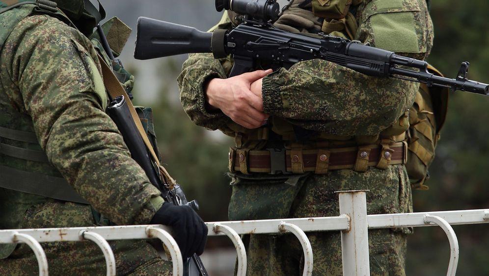 Soldaten auf der Krim: Unmarkierte Truppen, die Russland nützen