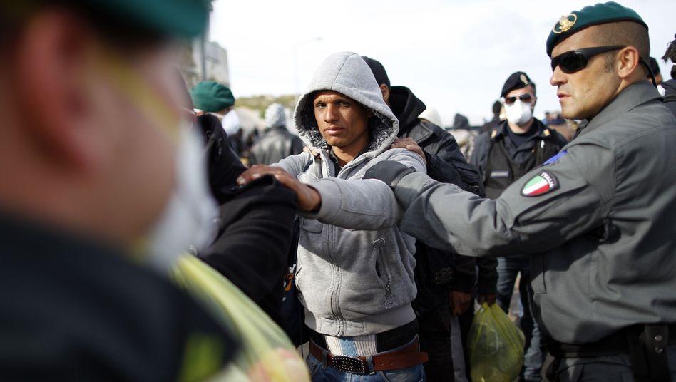 Tunesische Flüchtlinge in Italien: 500 Euro für die Weiterreise nach Deutschland