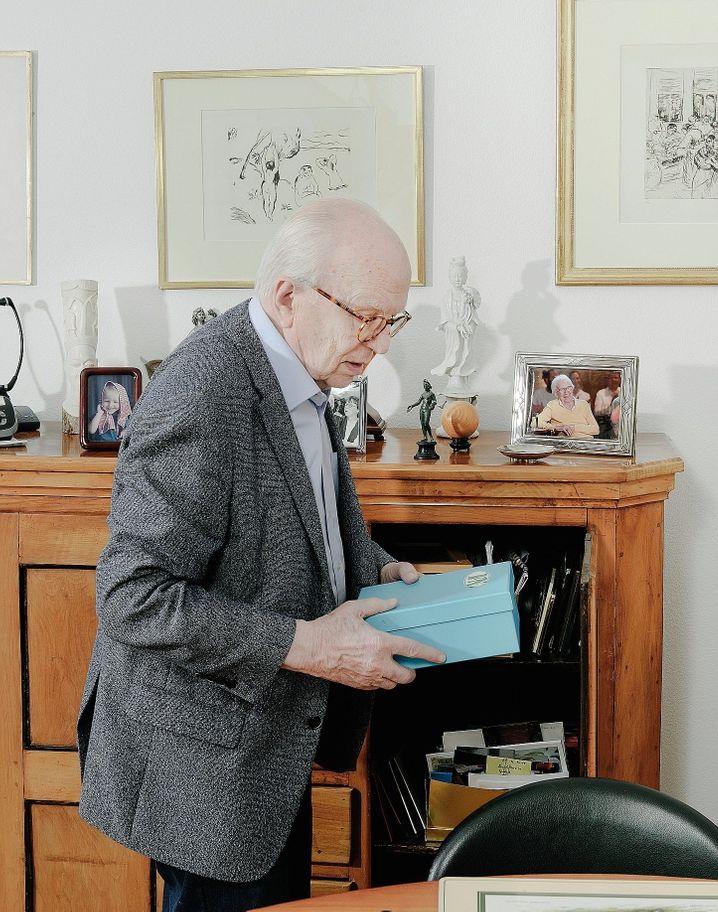 Friedrich Nowottny, Born in 1929:As a 16-year-old, he found his way to Braunau am Inn.