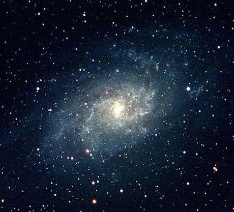 Schwache Galaxie: Auf maximal 3000 Sonnenmassen bringt es das Zentrum von M33
