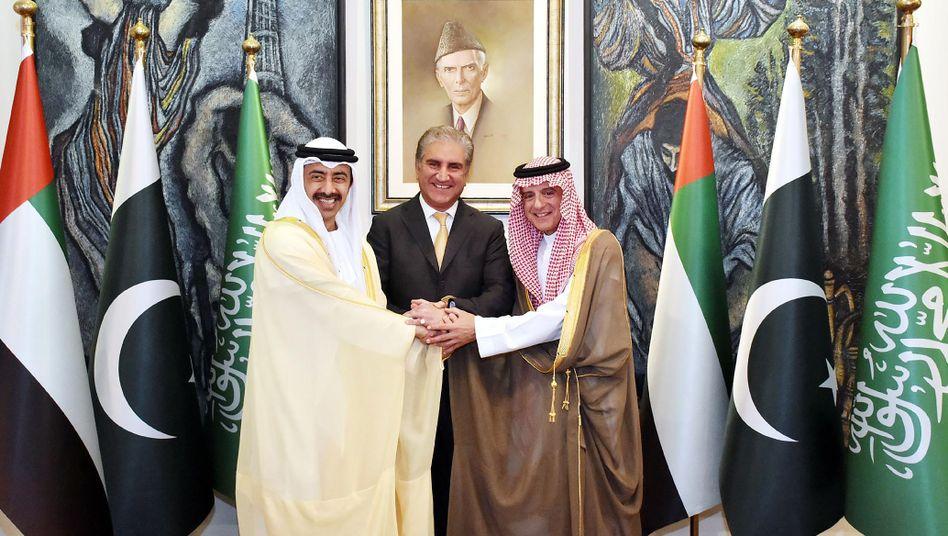 Pakistans Außenminister mit Kollegen aus Saudi-Arabien und VAE: Geste der Solidarität