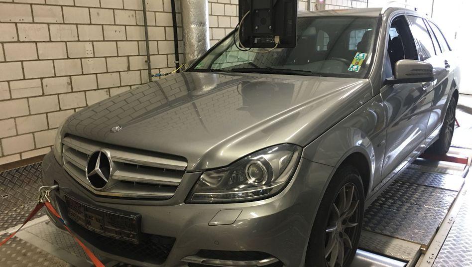 Mercedes C-Klasse beim Abgastest