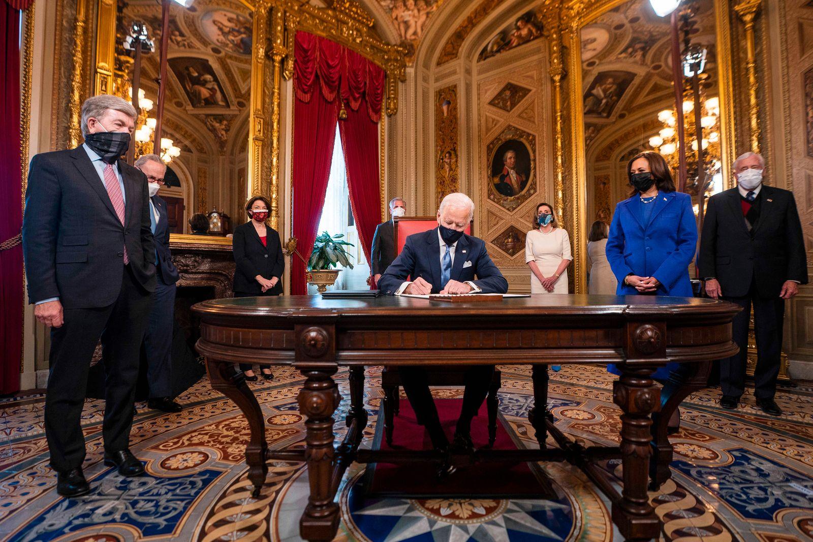 News Bilder des Tages January 20, 2021, Washington, District of Columbia, USA: US President JOE BIDEN signs three docume