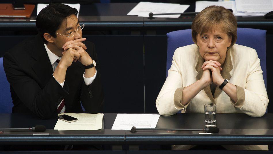 Bundeskanzlerin Merkel, Wirtschaftsminister Rösler: Es droht der Steuerstreit