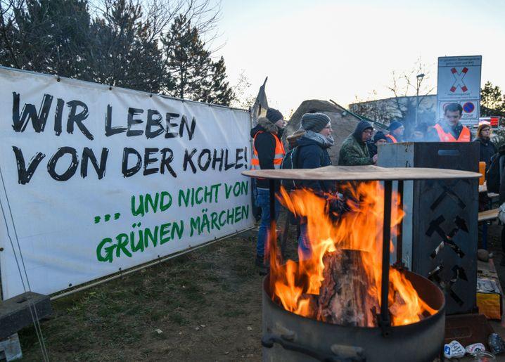 Proteste von Leag-Mitarbeitern gegen den Kohleausstieg: Die Region hat sich bis zuletzt gegen die Abschaltungen gewehrt.