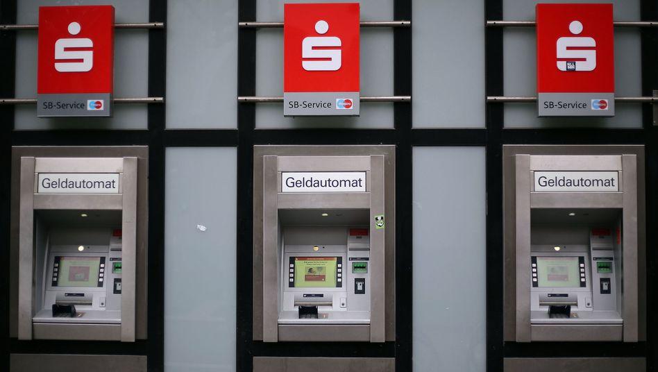 Geldautomaten in Köln (Archivbild): Mehr Arbeitnehmer zu Aktionären machen