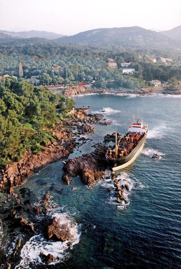 """Havarierte """"East Sea"""" 2001: Mit voller Kraft aufs Riff"""