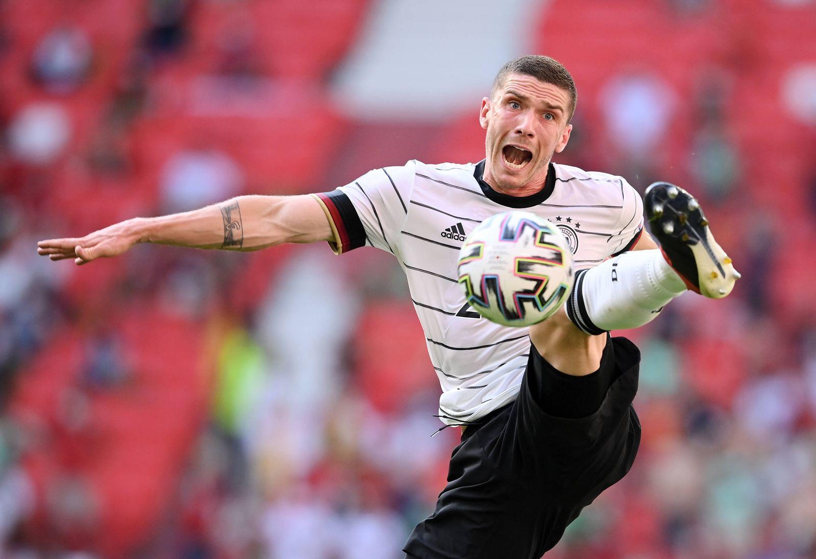FUSSBALL Euro 2021 GRUPPE C Spiel 24 in Muenchen Portugal - Deutschland 19.06.2021 Robin Gosens (Deutschland) am Ball **