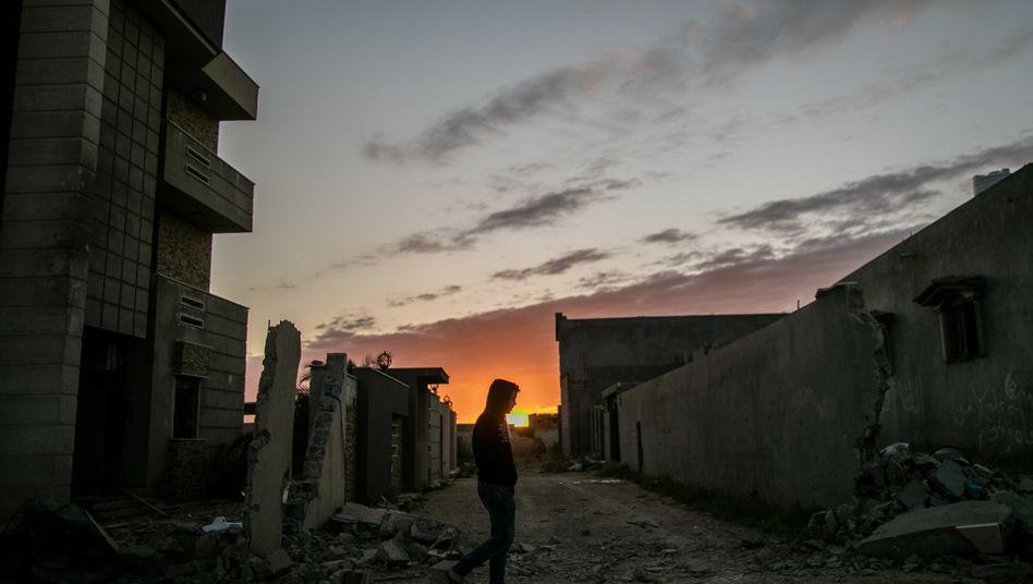Zivilist in Tripolis: Seit Gaddafis Sturz zerfällt der Staat