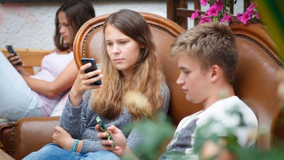 Jugendliche mit Smartphones: Wo ist der Spaß geblieben?