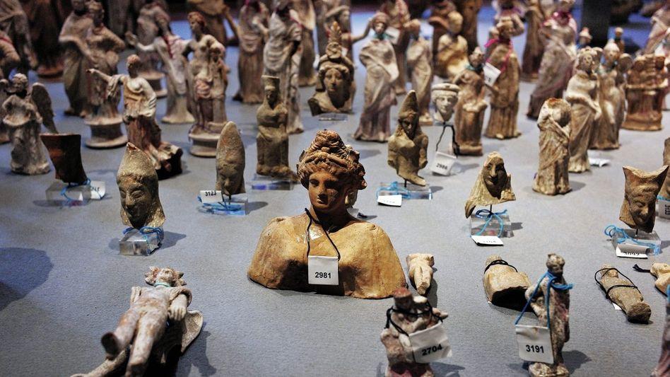 Präsentation beschlagnahmter Becchina-Antiken im Nationalmuseum von Rom