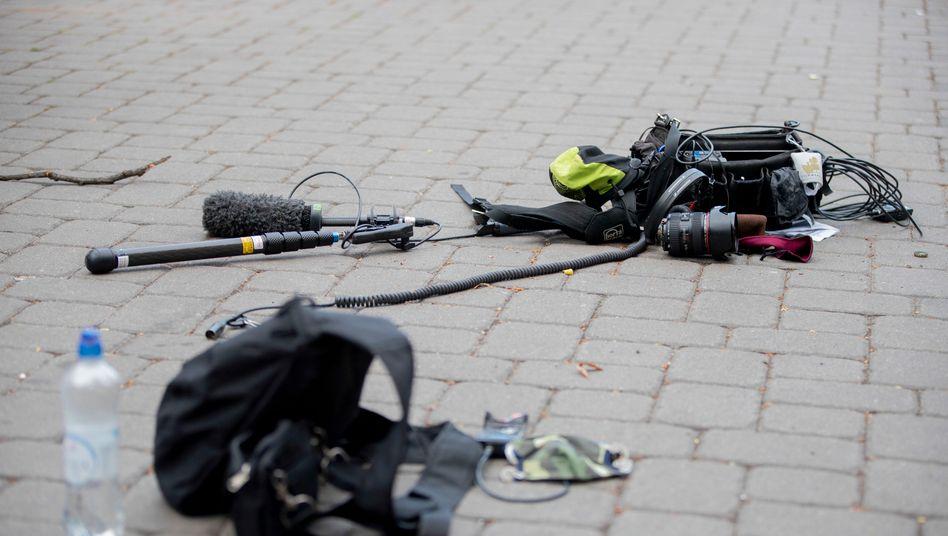 Übergriff auf ZDF-Kamerateam in Berlin: Verdächtige aus Gewahrsam entlassen