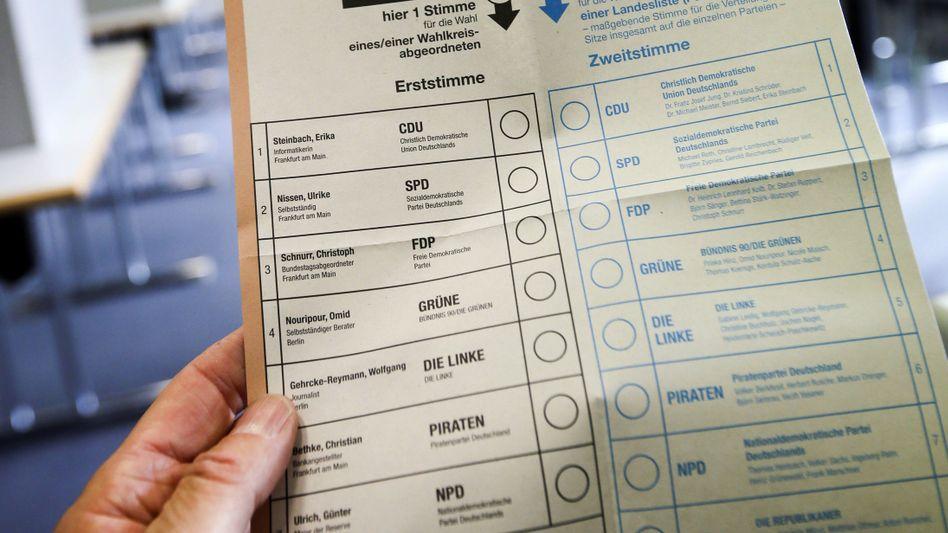 Stimmzettel zur Bundestagswahl (Archivbild von 2013): Auch kleine Parteien sollen darauf stehen