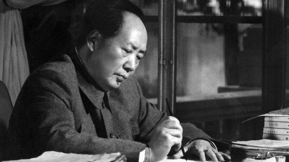 Mao Zedong an seinem Schreibtisch in Peking: Teure Briefe