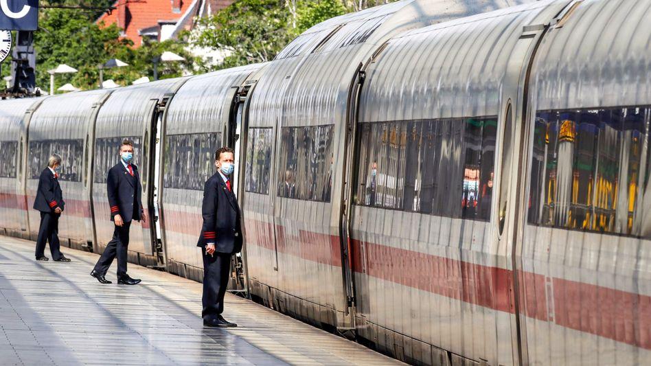 Zugbegleiter der Deutschen Bahn